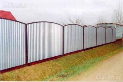Забор из профнастила с арочными секциями